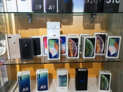 WWW.FIRSTBUYDIRECT.COM Apple iPhone XS Max XS Samsung S10+ S10 Huawei P30 Pro e altri